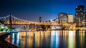 Ponte di Queensboro di notte fotografia stock