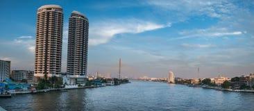 Ponte di Rama VIII di paesaggio urbano a Bangkok, Tailandia Fotografia Stock Libera da Diritti