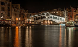 Ponte di Rialto by night royalty free stock image
