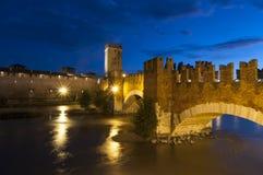 Ponte di Scaliger alla notte Verona Veneto Italia Europa Fotografia Stock