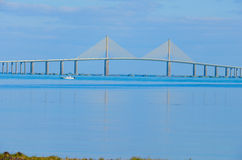 Ponte di Skyway del sole sopra Tampa Bay Florida Immagine Stock
