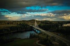 Ponte di Smaalenene in Norvegia sopra il fiume Glomma fotografia stock