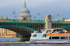 Ponte di Southwark, Londra Fotografie Stock Libere da Diritti