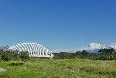 Ponte di Te Rewa Rewa con il Mt Taranaki fotografia stock
