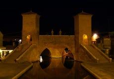 Ponte di Trepponti di notte in Comacchio Fotografia Stock