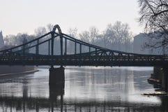 Ponte di Tumski in Ostrow Tusmki a Wroclaw, Polonia Marzo 2018› w di Katedra Å Jana Chrzciciela immagine stock libera da diritti