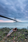 Ponte di Vasco da Gama a Lisbona ad alba Fotografia Stock Libera da Diritti