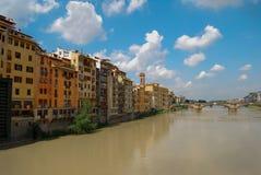 Ponte di Ponte Vecchio del punto di riferimento di turismo sopra Arno River Florence Italy fotografia stock