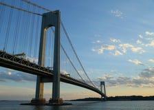 Ponte di Verrazano al crepuscolo a New York Fotografie Stock Libere da Diritti