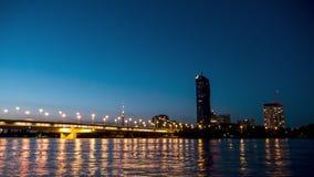 Ponte di vista del Time Lapse nel crepuscolo della città di Vienna alla notte video d archivio