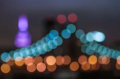 Ponte di vista di notte a New York, concetto della sfuocatura fotografia stock libera da diritti