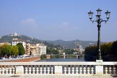Ponte di Vittoria e fiume di Adige Verona, Italia fotografia stock libera da diritti