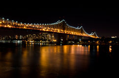 Ponte di Williamsburg alla notte Fotografia Stock