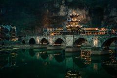 Ponte di Zhusheng, città di Zhenyuan, Guizhou, Cina fotografie stock