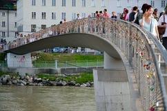 Ponte do amor em Salzburg imagens de stock royalty free