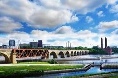 Ponte do arco da pedra de Minneapolis Fotografia de Stock Royalty Free