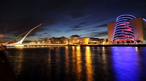 Ponte do centro e do Samuel Beckett de convenção Imagens de Stock Royalty Free