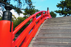 Ponte do cilindro do santuário de Sumiyoshi Taisha, Osaka Imagens de Stock Royalty Free