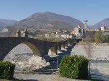 A ponte do diabo em Bobbio imagem de stock