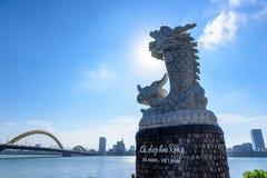 Ponte do dragão do marco no Da Nang Vietname imagens de stock