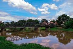 Ponte do ferro da natureza foto de stock