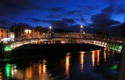 Ponte do halfpenny, Dublin imagem de stock