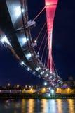 A ponte do Lit em Taipei viu de baixo na noite Imagem de Stock