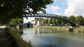 Ponte do metal de Victor Hugo no canal de Briare em Montargis foto de stock