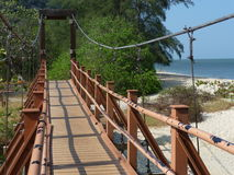 Ponte do metal que cruza a praia Imagem de Stock Royalty Free