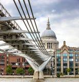 Ponte do milênio de Londres e catedral de St Paul Fotografia de Stock