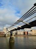 Ponte do milênio e catedral de St Paul Imagem de Stock