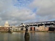Ponte do milênio e catedral de St Paul Imagem de Stock Royalty Free