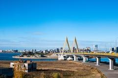 Ponte do mil?nio em Kazan, cruzando o rio Kazanka fotografia de stock royalty free