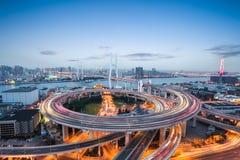 Ponte do nanpu de Shanghai no anoitecer imagem de stock