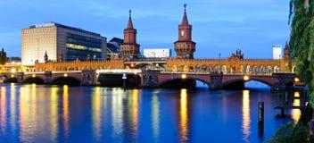 Ponte do oberbaum do panorama, Berlim, Alemanha Fotos de Stock Royalty Free