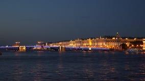 A ponte do palácio e o palácio do inverno Fotos de Stock