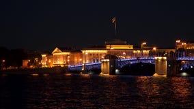 A ponte do palácio na noite St Petersburg Imagens de Stock