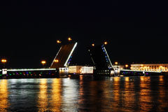 Ponte do palácio. St Petersburg, Rússia Imagens de Stock Royalty Free