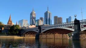 Ponte do Queens no yarra em Melbourne, filtrando o timelapse no nascer do sol video estoque