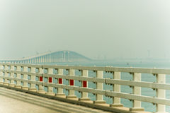 A ponte do rei Fahd Causeway imagens de stock royalty free