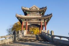 Ponte do salgueiro em Xidi do palácio de verão Fotos de Stock