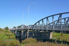 ponte do Sete-arco através do rio de Pregolya Znamensk, região de Kaliningrad Foto de Stock