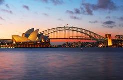 Ponte do teatro da ópera e do porto de Sydney foto de stock