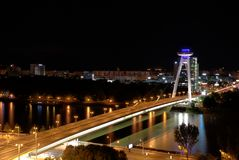 Ponte do Upraising nacional eslovaco, Danube River, capital Bratislava, Eslováquia foto de stock