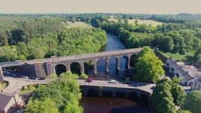 Ponte do viaduto da estrada de ferro de Randalstown sobre o rio Maine Co Antrim Irlanda do Norte vídeos de arquivo