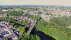 Ponte do viaduto da estrada de ferro de Randalstown sobre o rio Maine Co Antrim Irlanda do Norte filme