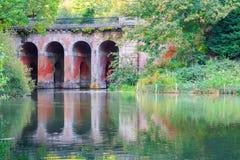 Ponte do viaduto em Hampstead Heath de Londres imagem de stock