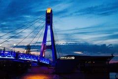 A ponte dos beijos em Krasnodar em Rússia Fotos de Stock Royalty Free