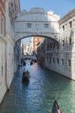 A ponte dos suspiros (dei Sospiri) Veneza de Ponte, Itália Fotografia de Stock