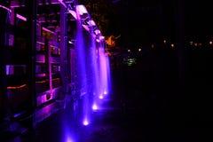 Ponte e cachoeira iluminadas Foto de Stock